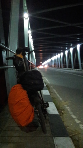 Di suatu jembatan menuju Bojonegoro